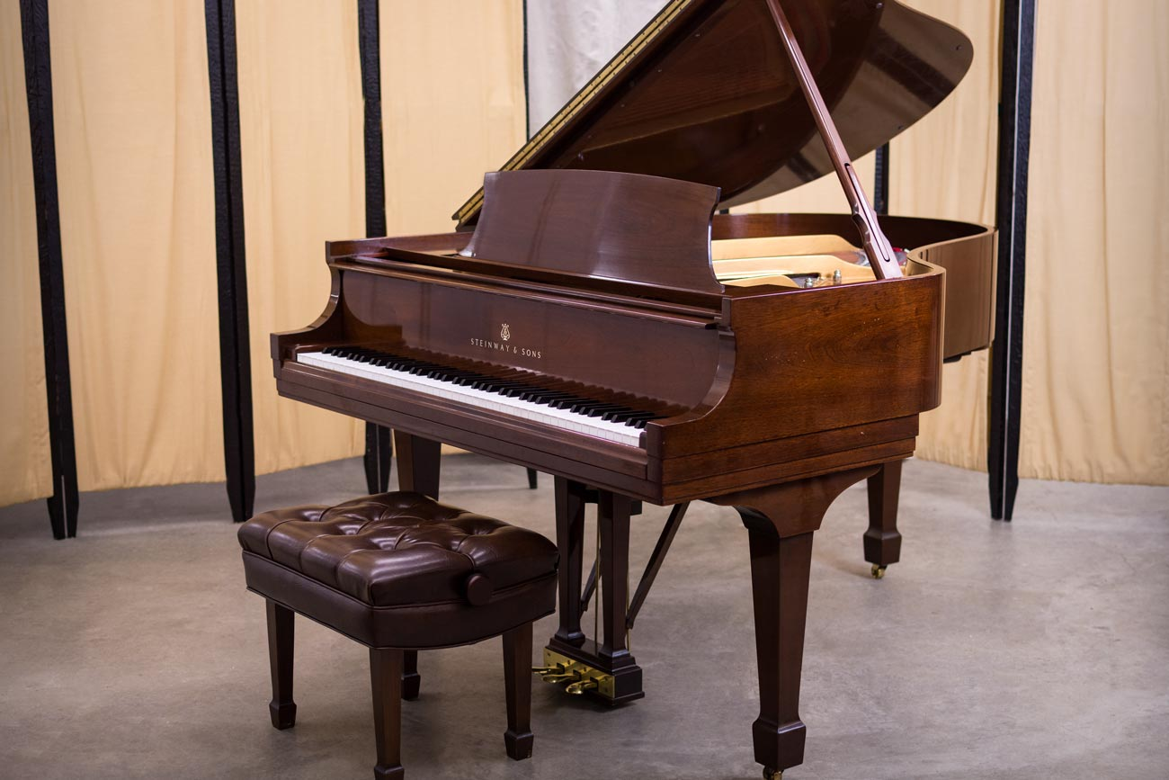 Steinway Model M Grand Piano #497916 - Walnut
